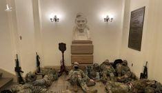 Vệ binh Quốc gia nằm la liệt tại Điện Capitol