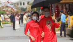 Đường hoa Nguyễn Huệ mở cửa đón khách: 'Đeo khẩu trang chụp hình cũng đẹp mà'