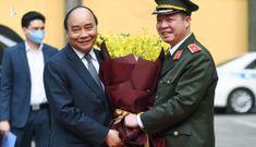 Thủ tướng Nguyễn Xuân Phúc kiểm tra công tác sẵn sàng chiến đấu tại Bộ Tư lệnh Cảnh vệ