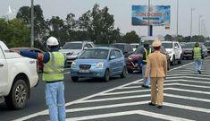 Sáng mùng 2, cao tốc ùn ứ vì người dân rời Hà Nội về quê ăn tết
