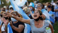 Dân Argentina nổi giận vì cựu lãnh đạo 'chen hàng' ưu tiên tiêm vắc xin COVID-19