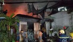 TP.HCM: Cháy vựa phế liệu ở Bình Tân trong đêm, cả khu dân cư hoảng hốt