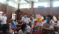 Ông Võ Văn Thưởng tặng quà Tết cho gia đình chính sách ở Đồng Nai