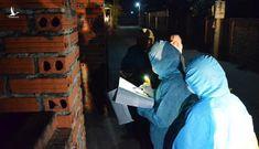Rọi đèn pin xuyên đêm mưa lạnh đi truy vết dịch tễ ở Quảng Ninh