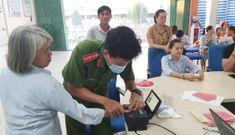 Công an Phú Quốc làm việc từ sáng tới 10 giờ tối mỗi ngày để tiếp nhận hồ sơ CCCD gắn chip
