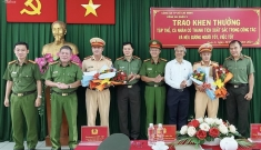 Khen thưởng 2 đại úy CSGT mở đường đưa sản phụ cấp cứu