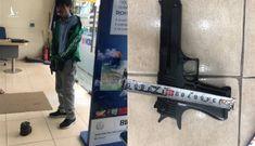 Lời khai của kẻ mặc áo Grab, mang súng và mìn cướp ngân hàng