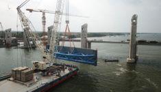 'Siêu' công trình thủy lợi lớn nhất Việt Nam 3.300 tỉ đồng lắp cửa van 'khổng lồ'
