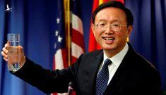 Mỹ không mời bữa cơm nào, Ủy viên Bộ Chính trị Trung Quốc ăn mì tôm trước giờ họp