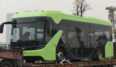 Phấn khích hình ảnh bus điện VinFast được vận chuyển về Hà Nội