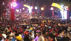 Hàng vạn người chen chân xem pháo hoa mừng ngày giỗ tổ Hùng Vương