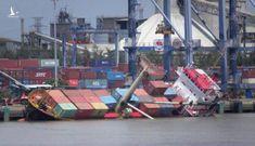 TP.HCM: Lật tàu chở container tại cảng Tân cảng Hiệp Phước, nhiều thùng hàng rơi xuống sông