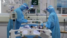 Nóng: 16 bệnh nhân mắc Covid-19 nguy kịch, 1 bác sĩ phải thở oxy