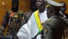 NÓNG: Tổng thống và Thủ tướng Mali bị quân đội bắt