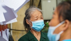 Cụ bà 101 tuổi lần đầu được đi bầu cử tại Hà Nội