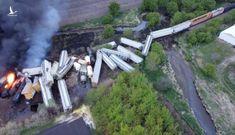 Đoàn tàu 47 toa trật đường ray và bốc cháy kinh hoàng tại Mỹ