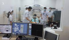 Bệnh nhân ung thư sắp hết cảnh chờ 2 tuần mới được xạ trị