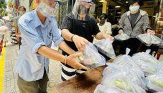 Người Sài Gòn vẫn luôn hào hiệp tặng cơm gà giữa mùa dịch Covid-19