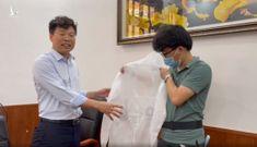 Video: Cận cảnh bộ đồ bảo hộ có gắn quạt giúp chống nóng cho nhân viên y tế