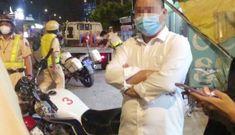 Tài xế cố thủ trong ôtô khi CSGT TP.HCM kiểm tra
