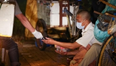 Chỉ thị 16 tại TP.HCM: Việc tặng cơm, quà từ thiện được thực hiện như thế nào?