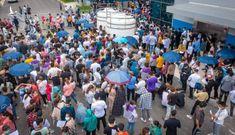 Trong đám đông hàng nghìn công nhân đi xét nghiệm có một người dương tính