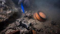 """""""Tàu ma"""" 2.200 năm xuất hiện nguyên vẹn giữa thành phố bị nuốt chửng"""