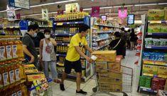 Người dân tiếp tục đổ ra chợ, siêu thị trước giờ giãn cách