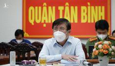 Chủ tịch Nguyễn Thành Phong: 'nhiều trường hợp nhắn tin cho tôi phản ánh chuyển viện không kịp thời'