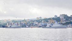Tàu hộ vệ Việt Nam sánh vai với đội hình chiến hạm Nga