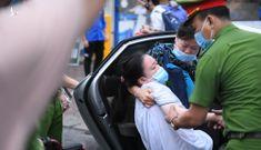 Kỳ thi tốt nghiệp căng thẳng trong bối cảnh dịch bệnh ở Hà Nội và TP.HCM