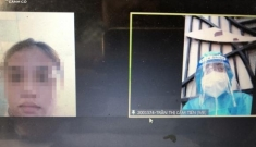Nữ sinh mặc đồ bảo hộ thi vấn đáp tiếng Anh