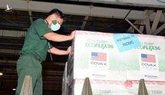 Quân đội xuyên đêm đưa 1,5 triệu liều vắc xin Moderna về kho Bộ Y tế phía Nam