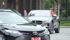Chiếc xe đặc biệt đưa Bộ trưởng Quốc phòng Anh tới gặp Đại tướng Phan Văn Giang