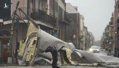 Siêu bão Ida đổ bộ Mỹ với sức gió 240km/h, một thành phố mất điện hoàn toàn