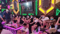 30 thanh thiếu niên 'thác loạn' trong 1 phòng karaoke