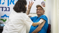 Thêm liều vắc xin COVID-19 thứ ba: Các nước nói gì?