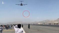 Cuộc tháo chạy nghiệt ngã của cặp anh em Afghanistan rơi khỏi máy bay Mỹ