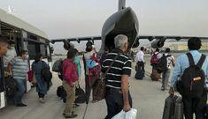 Taliban hộ tống nhân viên ngoại giao Ấn Độ về nước trong đêm