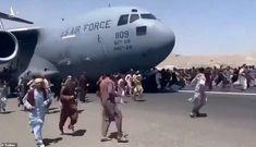 Hơn 600 người Afghanistan nhồi nhét trong máy bay Mỹ