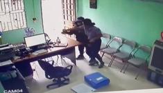 Một phụ nữ cầm dao vào khống chế nhân viên quỹ tín dụng cướp tiền