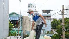 Người miền Trung gia cố nhà cửa trước khi bão số 5 đổ bộ
