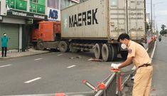 Chi nhánh ngân hàng Vietcombank ở TP.HCM bị xe container tông