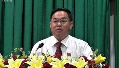 Chủ tịch huyện chống dịch thiếu sót nộp đơn xin nghỉ sau đó rút đơn, đi làm trở lại