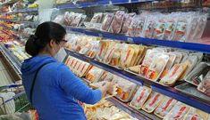 Hàng loạt siêu thị 'vùng xanh' khách đã đông đúc