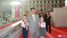 Cảnh duyệt binh hoành tráng trong đêm của Triều Tiên