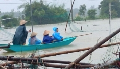 Lũ lụt miền Trung: 9 người chết và mất tích, nhiều nơi chìm trong biển nước
