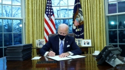 Tổng thống Biden cấp tốc bãi bỏ nhiều chính sách thời ôngTrump