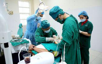 Đào tạo một bác sĩ tốn nửa tỷ đồng: Có đủ không?