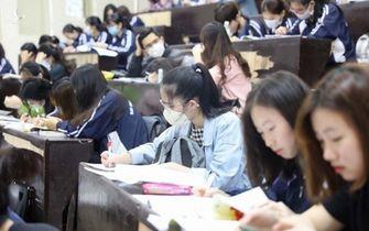 """Trường ĐH tăng học phí quá cao: Bộ GD-ĐT """"ra tay"""""""